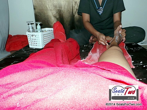 Foot Reflexology at Nuat Thai Banawe
