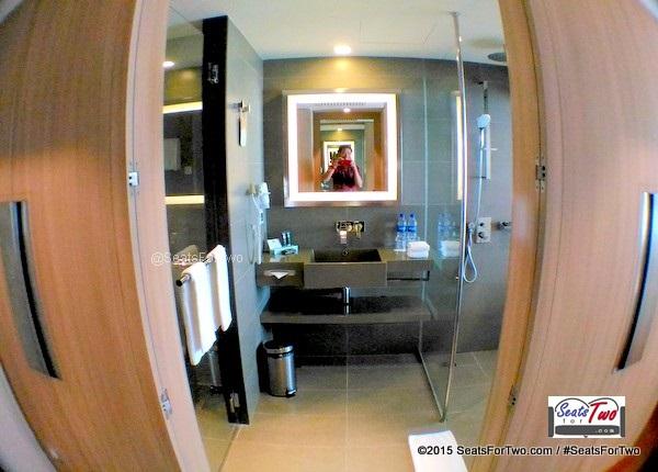 Novotel Toilet See-Through Toilet and Bath