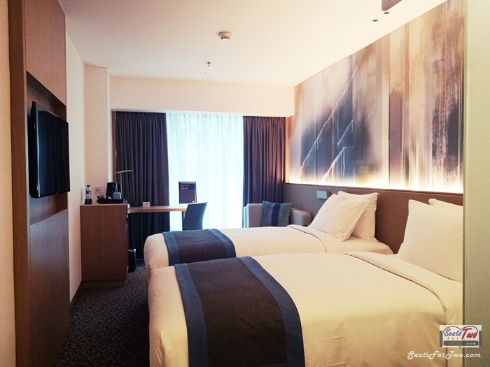 Holiday Inn Express Manila Twin Room